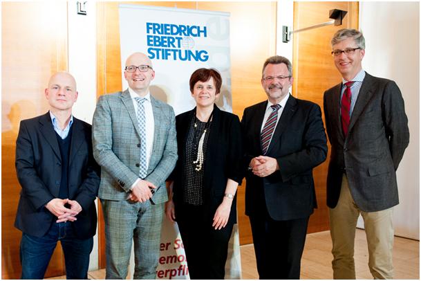 Tobias Dürr (Moderator), Staatssekretär Thomas Kralinski (LV BB), Irina Prochorowa, Franz Thönnes (MdB), Dr. Reinhard Krumm (FES)