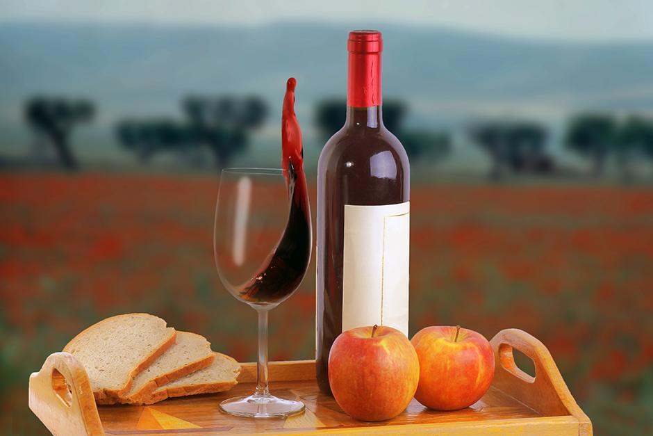 Brot, Wein und Äpfel, ©pixelleo - stock.adobe.com