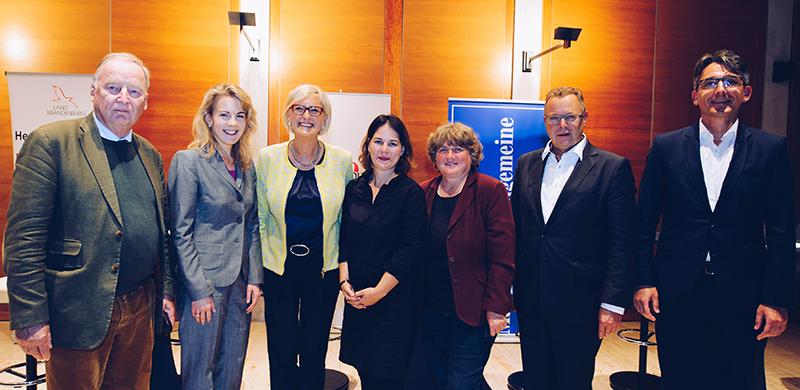 v.l. Dr. Alexander Gauland (AFD), Linda Teuteberg (FDP), Dagmar Ziegler (SPD), Annalena Baerbock (B90/Grüne), Dr. Kirsten Tackmann (Linke) und als Moderator Henry Lohmar, Chefredakteur der MAZ