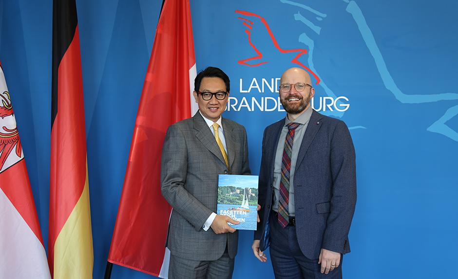 Staatssekretär Thomas Kralinski und Botschafter der Republik Indonesien, S.E. Dr. Arif Havas Oegroseno